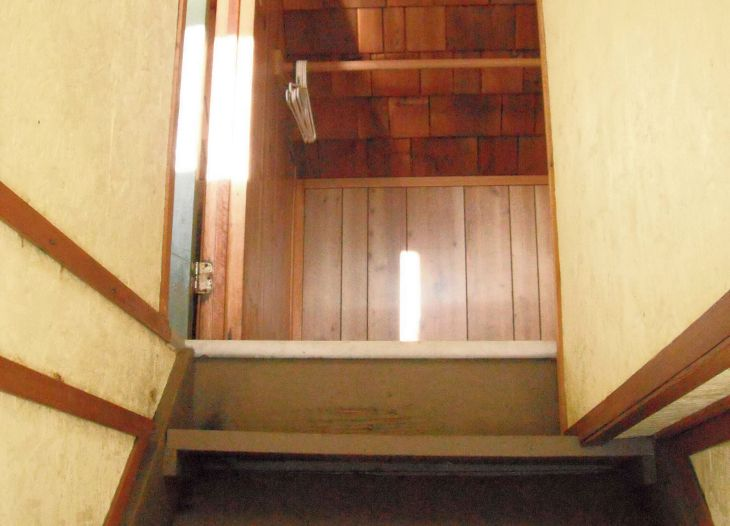 stairs to rooms 5 and 6
